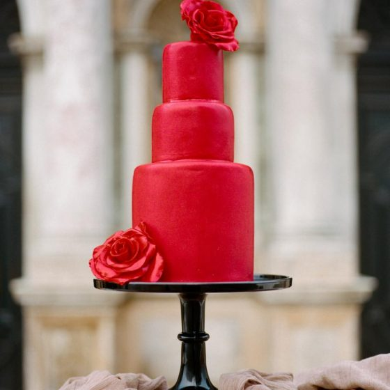 Красный свадебный торт