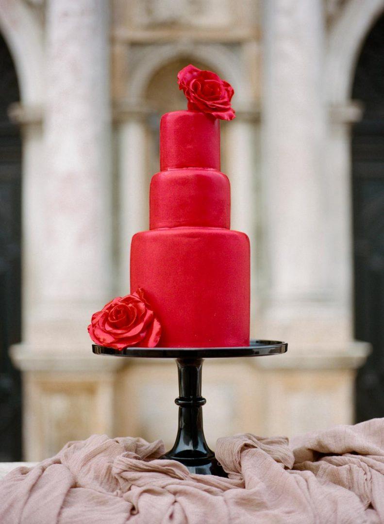 красный свадебный торт 4