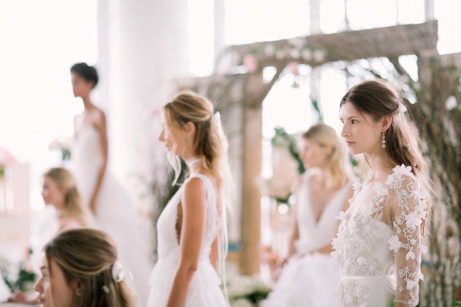 свадебные платья с цветами 11