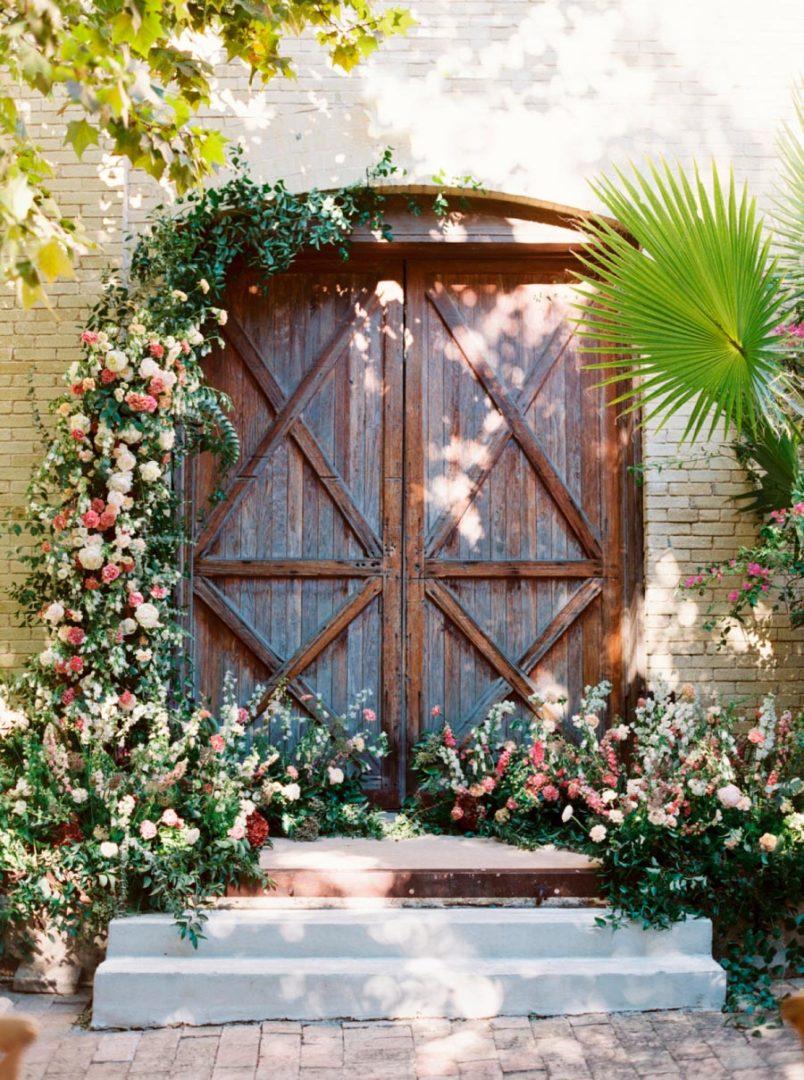 17 идей оформления свадьбы цветами 5