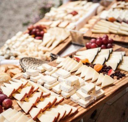 Сыр на свадьбу – какой сорт выбрать и где купить?