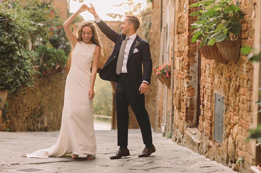 50 потрясающих поз для свадебной фотосессии 21