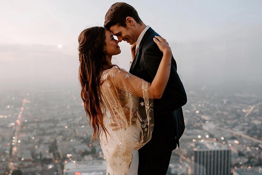 50 потрясающих поз для свадебной фотосессии 26