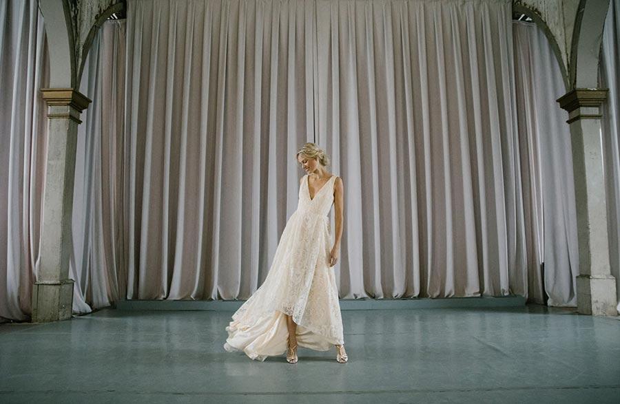 50 потрясающих поз для свадебной фотосессии 41