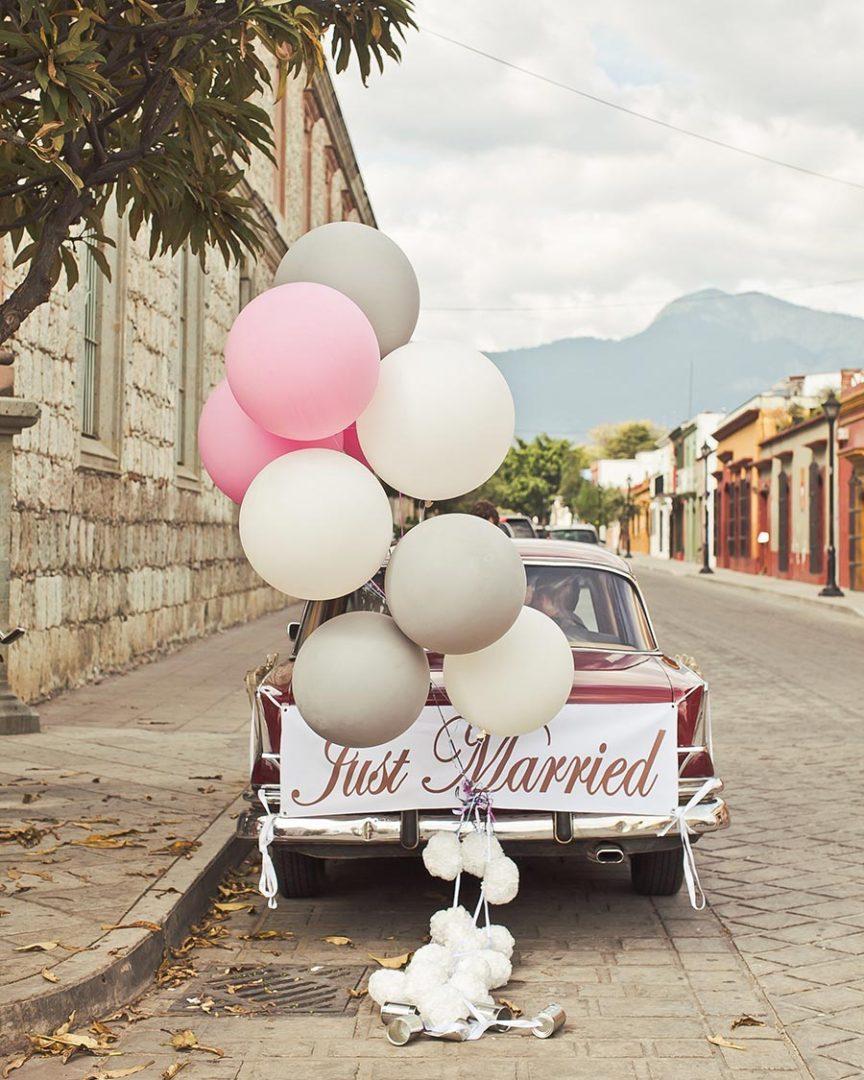 10 способов украсить машину на свадьбу своими руками 12